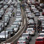 PRF flagra condutora com CNH suspensa na Via Dutra, em Piraí